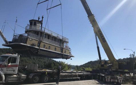 Boat lifting Outaouais 2018-09-04 00:00:00